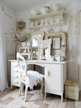 sehr alter großer Schreibtisch - alter weißer Lack