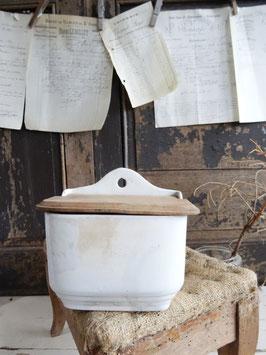 VERKAUFT Mir 06.03.   antiker Wandbehälter weiße Keramik aus Frankreich