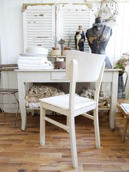 uralter stabiler Küchenstuhl