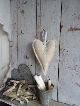 VERKAUFT Mar 11.10.  Lavendelherz aus antikem Leinen - hell
