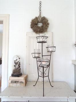 alter Blumenständer aus Eisen - alte schwarze Farbe