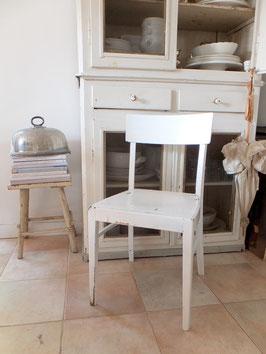 alter Küchenstuhl - alter weißer Lack