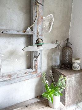 VERKAUFT Hau 14.07.  antike Hängelampe / Stalllampe mit grün/weißem Schirm