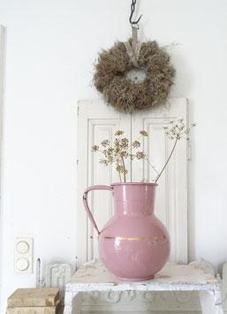 antike große Wasserkanne rosa