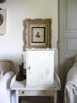 antiker kleiner Wandschrank - alter weißer Lack