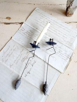 Antiker Kerzenhalter / Pendelhalter ZAPFEN - blau