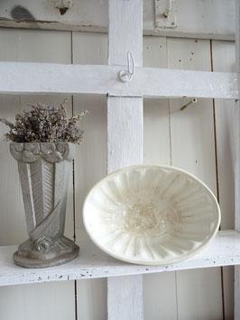 TRAUBE antike Puddingform weiße Keramik MAASTRICHT