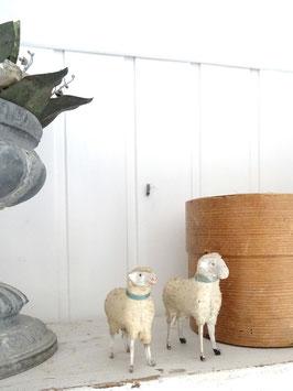 antikes großes WollSchaf - grünes Band