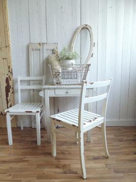 sehr alter schlichter Stuhl - alte Lacke