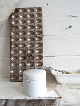 antike Salbendose / Deckeldose - hoch weißes Porzellan