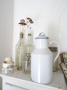 sehr alte Milchkanne - weiße Emaille