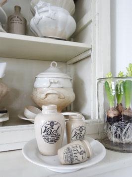 VERKAUFT Kus   21.01. uralter Fußteller weiße Keramik