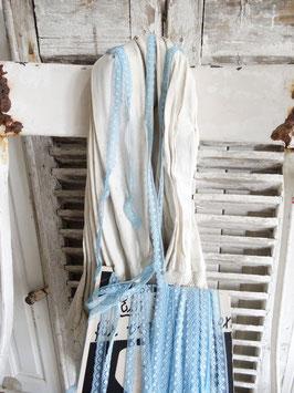 1,2cm/5,5m sehr alte Wäscherandspitze hellblau