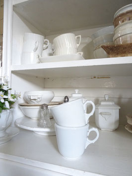 VERKAUFT Kus 18.04.   antike schwere Kaffeetasse dickes Porzellan weiß