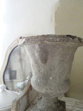 VERKAUFT Pan 13.11.   antike franz. Mauervase Steinamphore