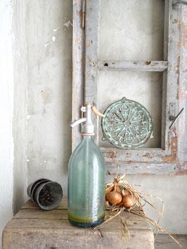sehr alte Sodaflasche - pastellhellblau II