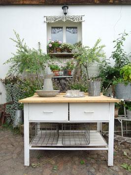 sehr alter und massiver Arbeitstisch / Bäckertisch