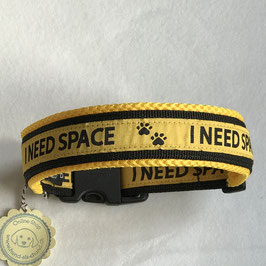 Halsband ,I need space' Gr. L