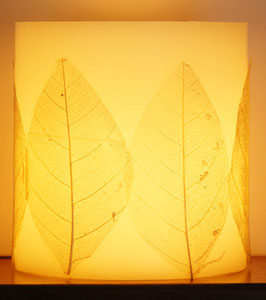 Hurrikan-Kerze Motiv Blätter