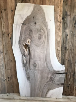 Brett Nussbaum mit Lebendiger Holzstrucktur. Nussbaum Emmental ungedämpft. Nr. 2000
