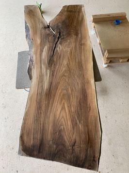 Riesen-Baum-Tisch, Riesige Nussbaum-Platte! Aus dem Entlebuch. Tolle Farbe! Letztes Brett von diesem Baum, Brett Nr. 1