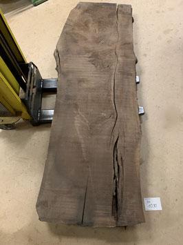 Urige Nussbaum-Platte. Mit Riss von Blitzschlag. Nr. 1090. Länge 265cm. Breite 75-95cm