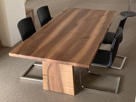 Tisch, Nussbaumholz geölt/gewachst. Verkauft.
