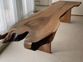 Nussbaum Tisch, schlanke Platte. auch als Bar-Brett einsetzbar! Länge 340cm, Dicke 7cm. Reserviert