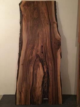 Alter Baum mit Blitzschlag, 1 Brett davon / Tisch Platte Nussbaum, mit Blitzschlag.