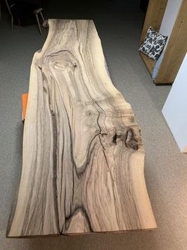 Marmor-Nussbaum Mit mehreren Rissen von Blitzschlag! Nr. 1901 Reserviert