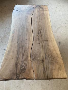 Schöne Tischplatte Nussbaum, mit Mittel-Spalt. Baum aus Region Huttwil. Nr 8012 Reserviert