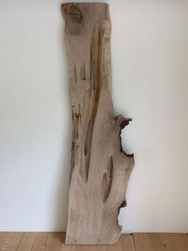 Aussergewöhnlich! Nussbaum Brett mit Löchern/Einwüchsen
