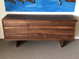 Sideboard, Möbel aus massiv Nussbaumholz