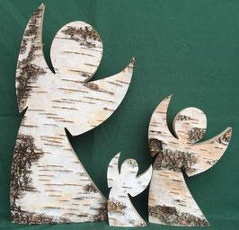 Engel aus Birkenholz mit Rinde