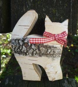 Katze mit Birkenrinde