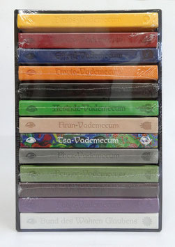Vademecum-Schuber befüllt mit 13 Büchern