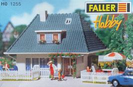 Wohnhaus mit Walmdach
