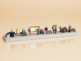 Bahnsteigausstattung mit Figuren