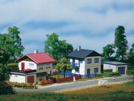 Vorstadthäuser mit Garage