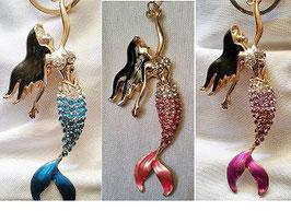 Ein echter Hingucker - Meerjungfau  Schlüsselanhänger mit Strass  und Ziersteinen, rose und weiß
