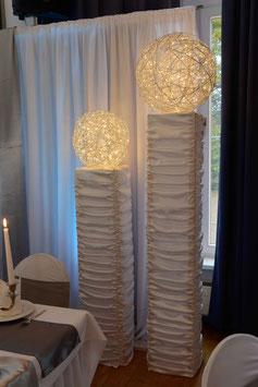 Deko-Säulen mit Leuchtkugel 4er Set
