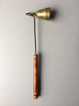 Kaarsendover messing met houten handvat