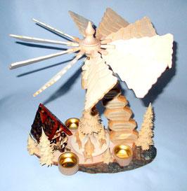 Pyramide mit Räucherhaus auf Baumscheibe