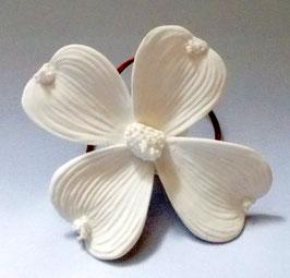 Blüte aus Biskuitporzellan