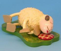 """Schaf """"Fauli""""liegend auf der Seite"""