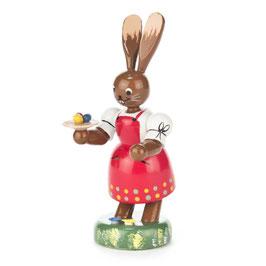 Hasenfrau mit Tablett