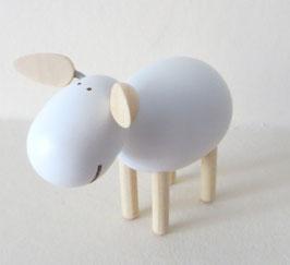 Schaf stehend, lachend weiß