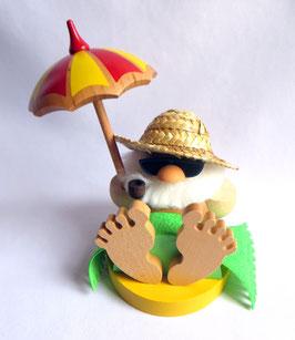 Räucherfigur unterm Sonnenschirm