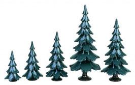 Bäume grün-weiß lackiert