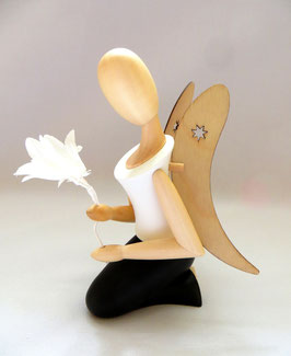 Engel mit Glockenblume, knieend